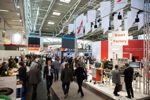 productronica 2015 besucher in den messehallen